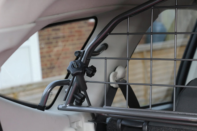 Car dog guard by Travall: A review of a dog guard and divider in a Qashqai +2