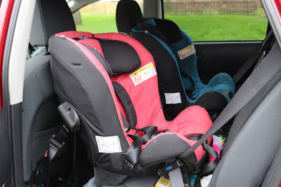 Step by step: Removing the covers from an Axkid Minikid car seat