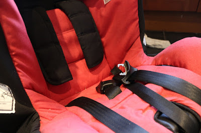 How to remove the covers from an Axkid Minikid carseat