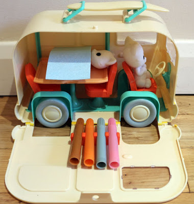 Fuzzikins Campervan Carrycase review - colour in fuzzy cats!