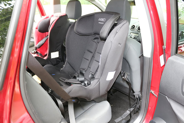 Comparing the Axkid Wolmax v Minikid extended rear facing car seats