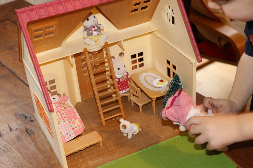 Sylvanian Families Cosy Cottage Starter Home and Chocolate Rabbit family