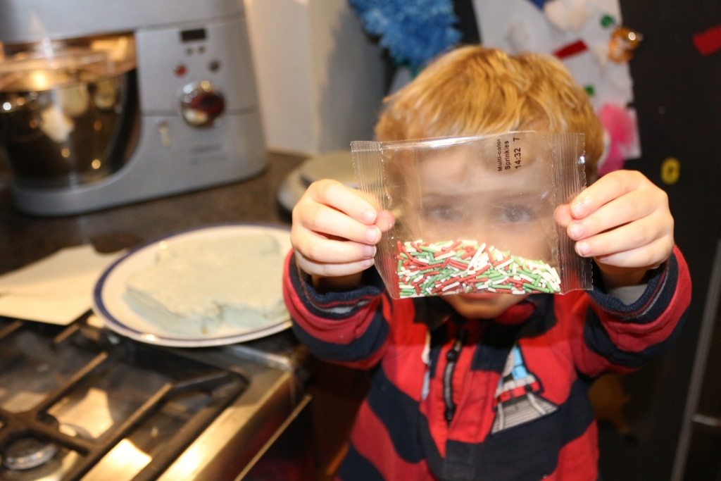 Tesco Free From Gluten Free Vanilla Christmas jumper cake sprinkles