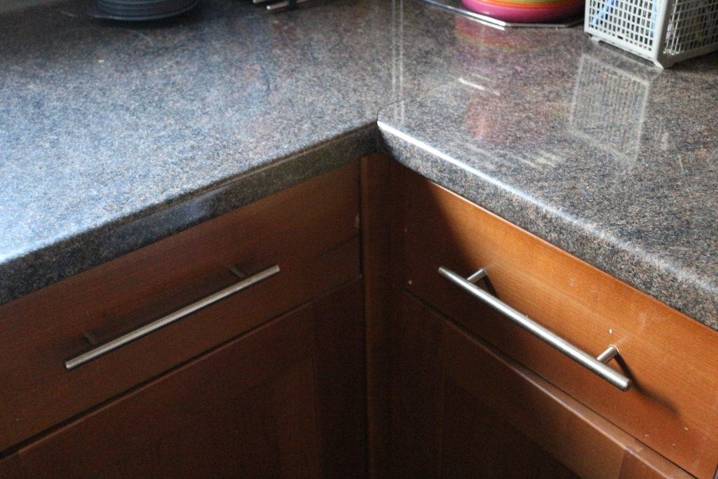 Horrible kitchen units - bringing light in