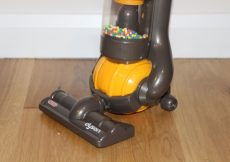 Casdon Dyson Ball Vacuum Toy Hoover (41)