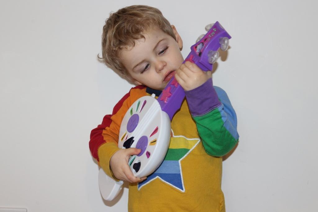 Vampirina Toys - Spooktastic Spookylele guitar
