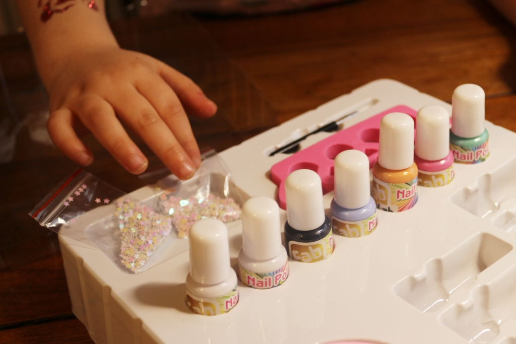 Interplay Fab Lab nail art, hairlights and glitter tattoo kits review (30)