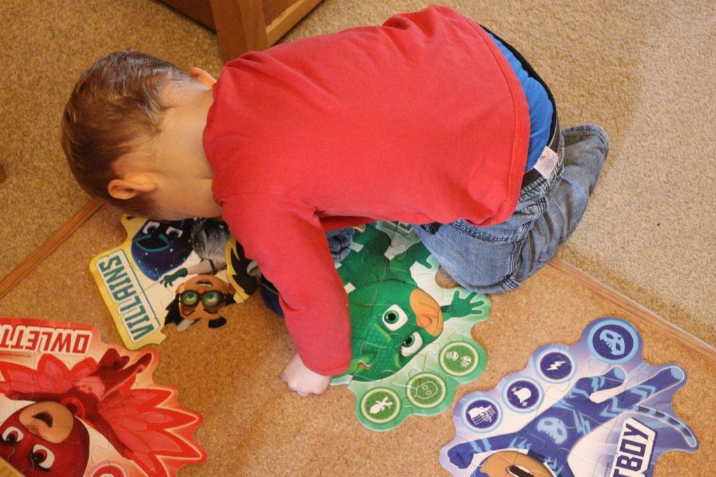 PJ Masks jigsaw: Ravensburger 4 large shaped puzzles (18)