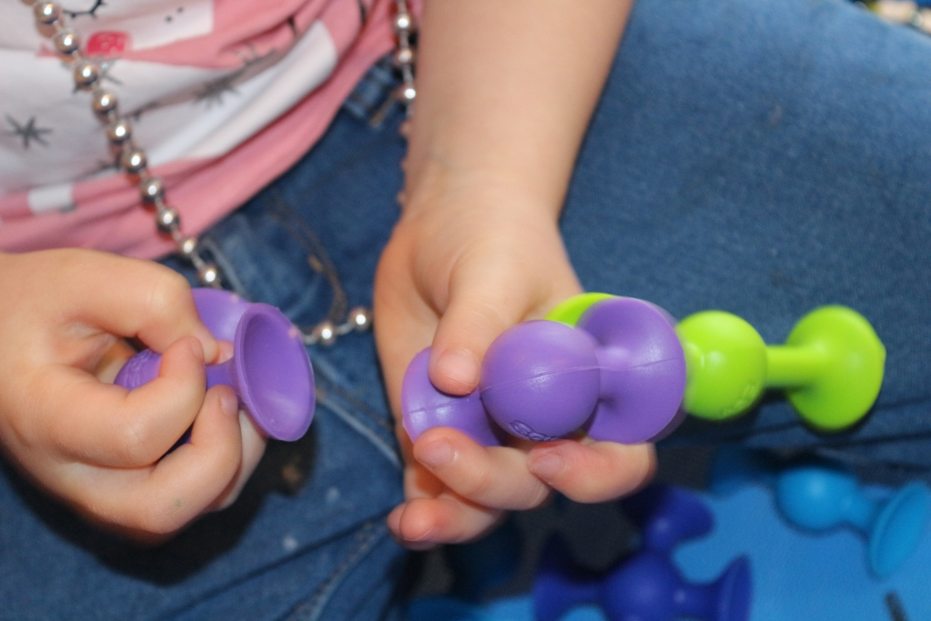 Squigz: Silicone suckers building toys from Fat Brain Toys