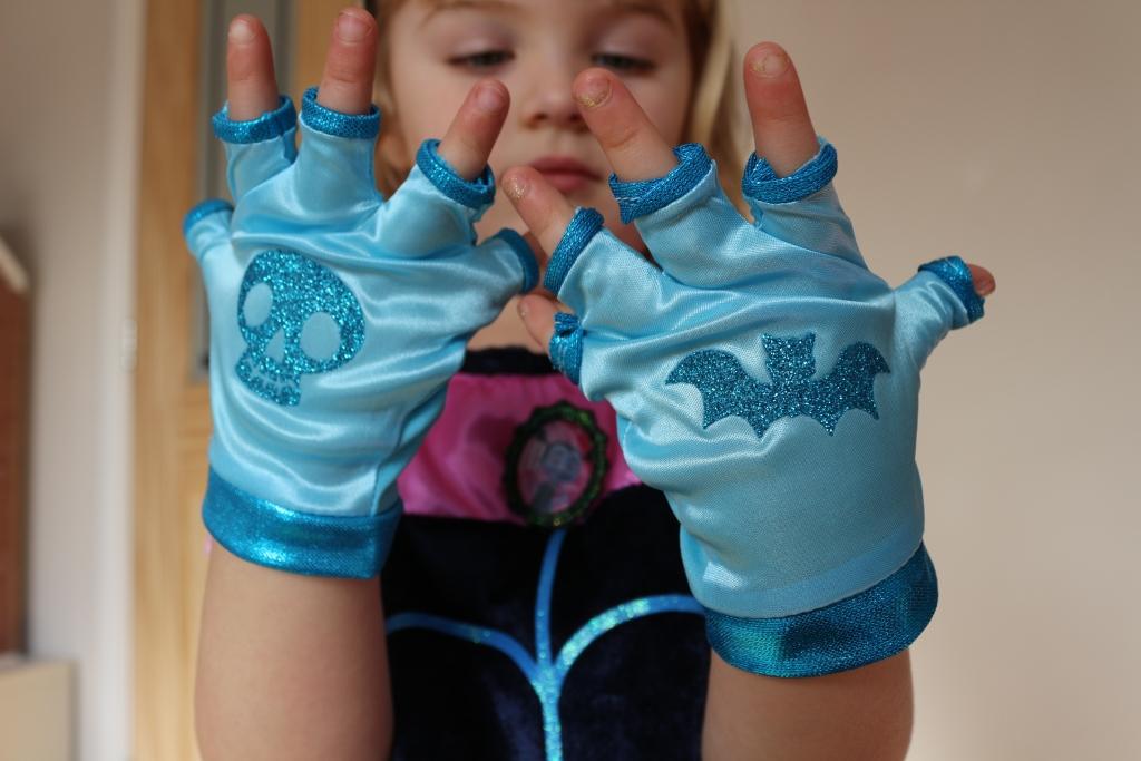 Vampirina Boo-Tiful dress - gloves