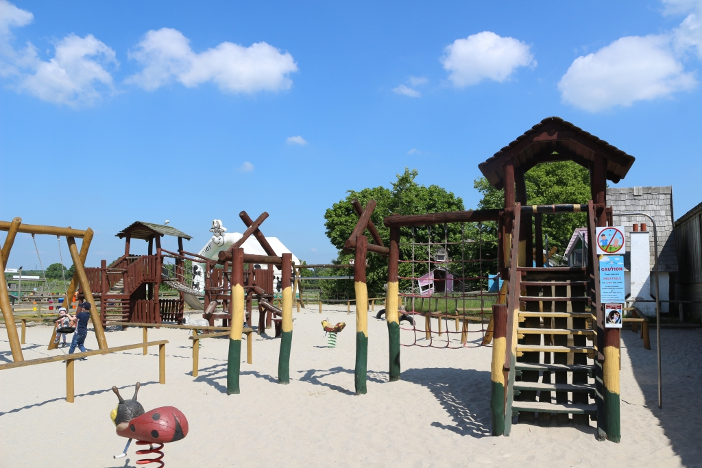 Farmer Palmer's Farm Park - sand pit play area