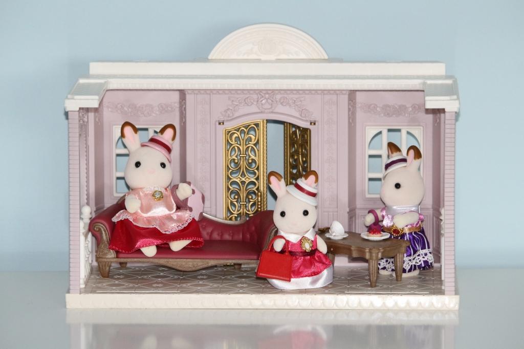 Sylvanian Families Town Designer Studio and Dress Up Duo Stella Chocolate Rabbit family