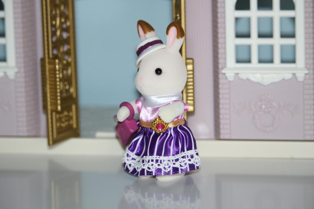 Sylvanian Families Town Designer Studio and Dress Up Duo Stella Chocolate Rabbit (43)