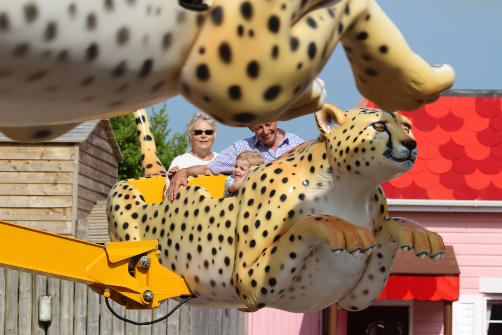Flying Cheetahs ride at Drusillas