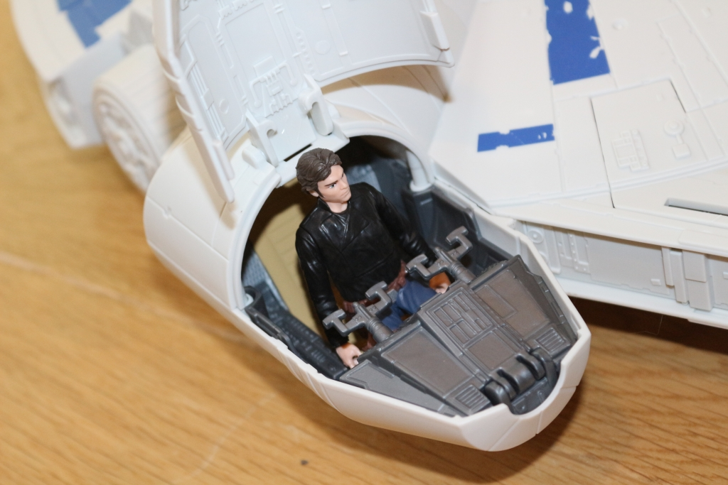 Hasbro Kessel Run Millenium Falcon Han Solo (1)