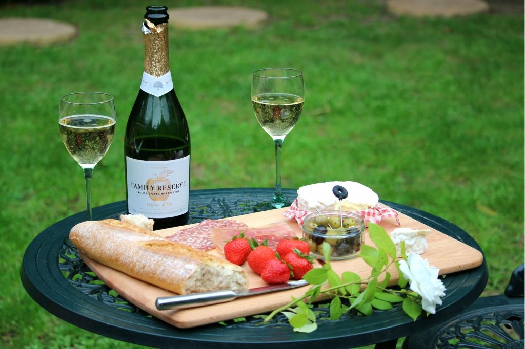 Thatchers Family Reserve - Somerset sparkling apple wine (edit)
