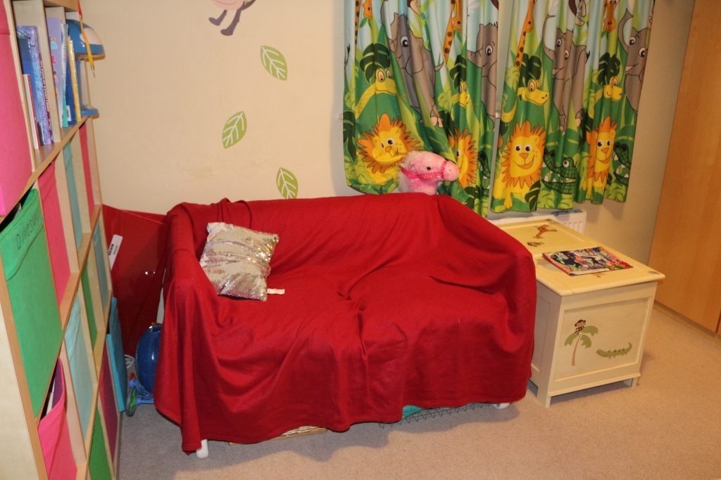 Before - children's room makeover (3)