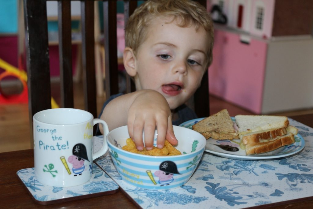 Top tips for family mealtimes (224)