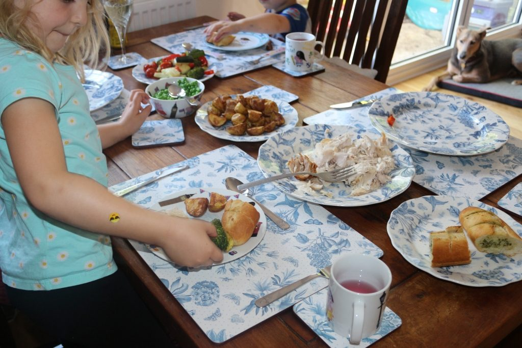 Top tips for family mealtimes (261)