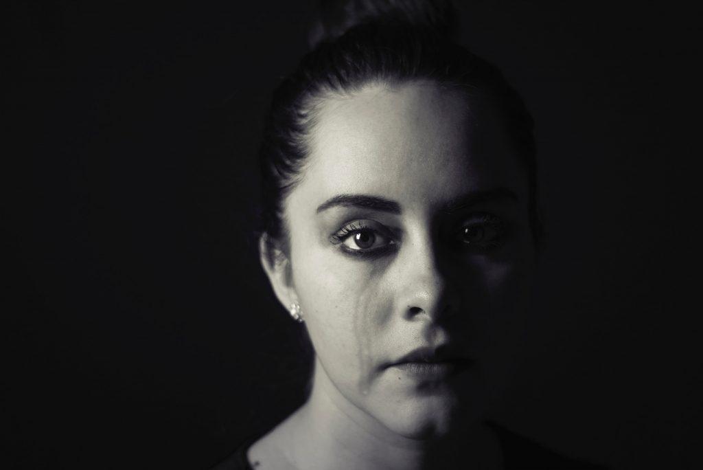 woman crying: Breastfeeding can hurt