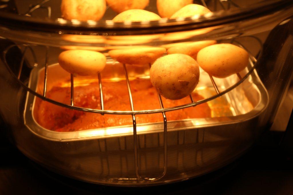 VonShef 12l Halogen Oven chicken and potatoes