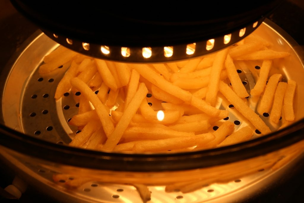Chips in the VonShef 12l Halogen Oven review (42)
