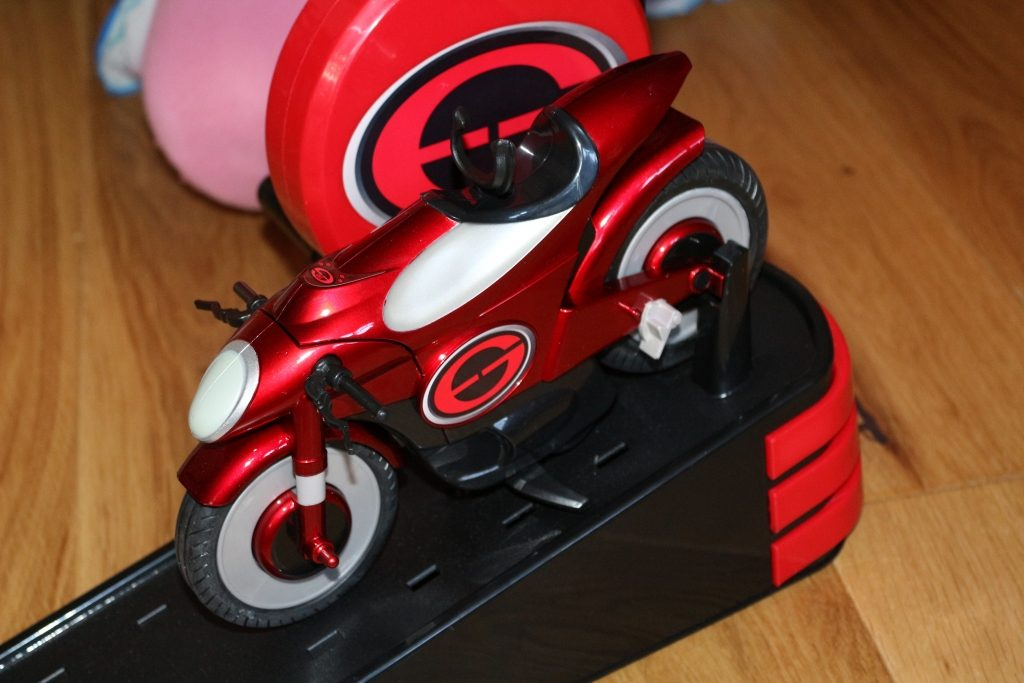 Elastigirl's Stretching & Speeding Elasticycle review Mrs Incredible Incredible 2 toys (17)