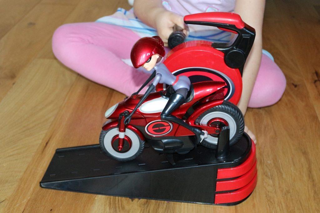 Elastigirl's Stretching & Speeding Elasticycle - crank handle Mrs Incredible Incredible 2 toys