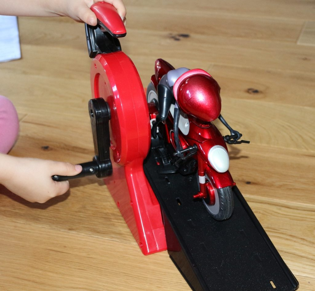 Elastigirl's Stretching & Speeding Elasticycle review Mrs Incredible Incredible 2 toys (46)