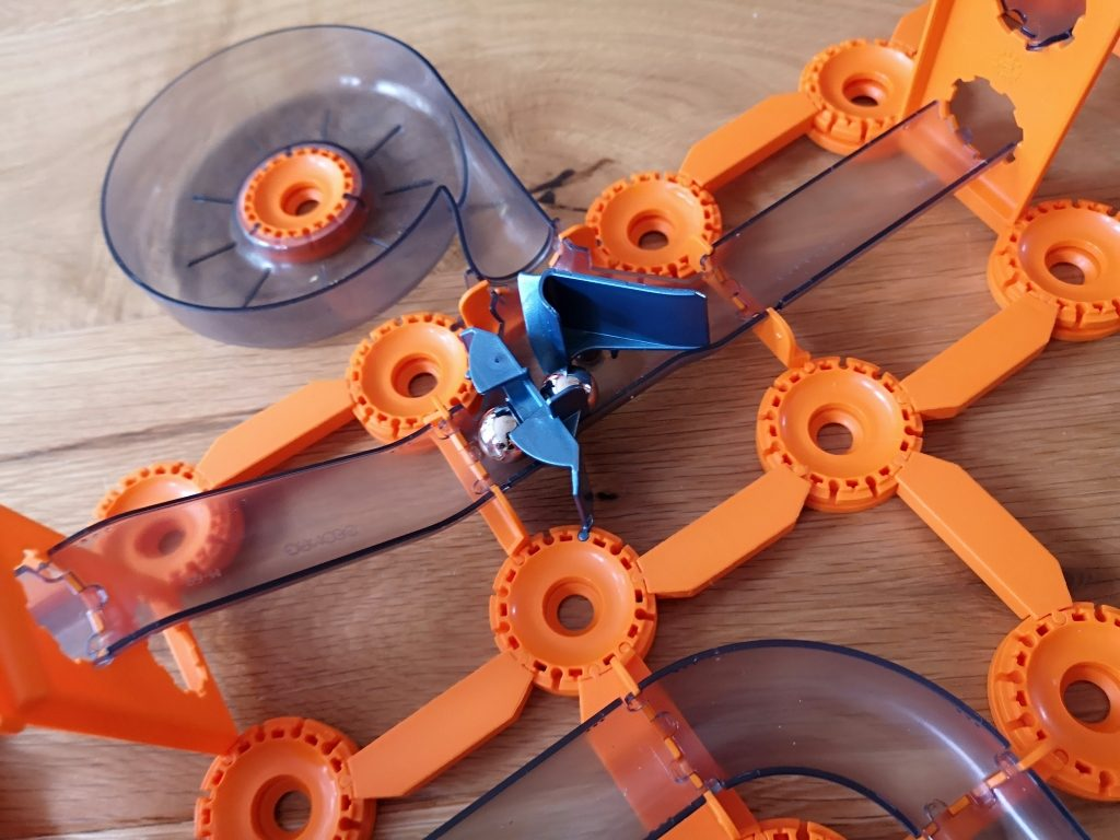 Geomag Mechanics Gravity magnet track and shoot and catch set review (29)