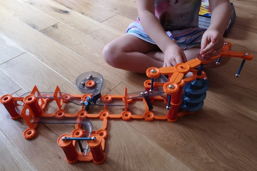 Geomag Mechanics Gravity magnet track and shoot and catch set review (33)