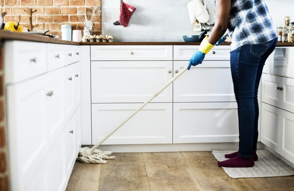 How to keep a clean and tidy home A simple cleaning schedule for mums (1)