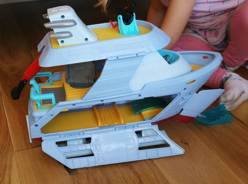 Incredibles 2 Hydrofoil boat playset review (20)