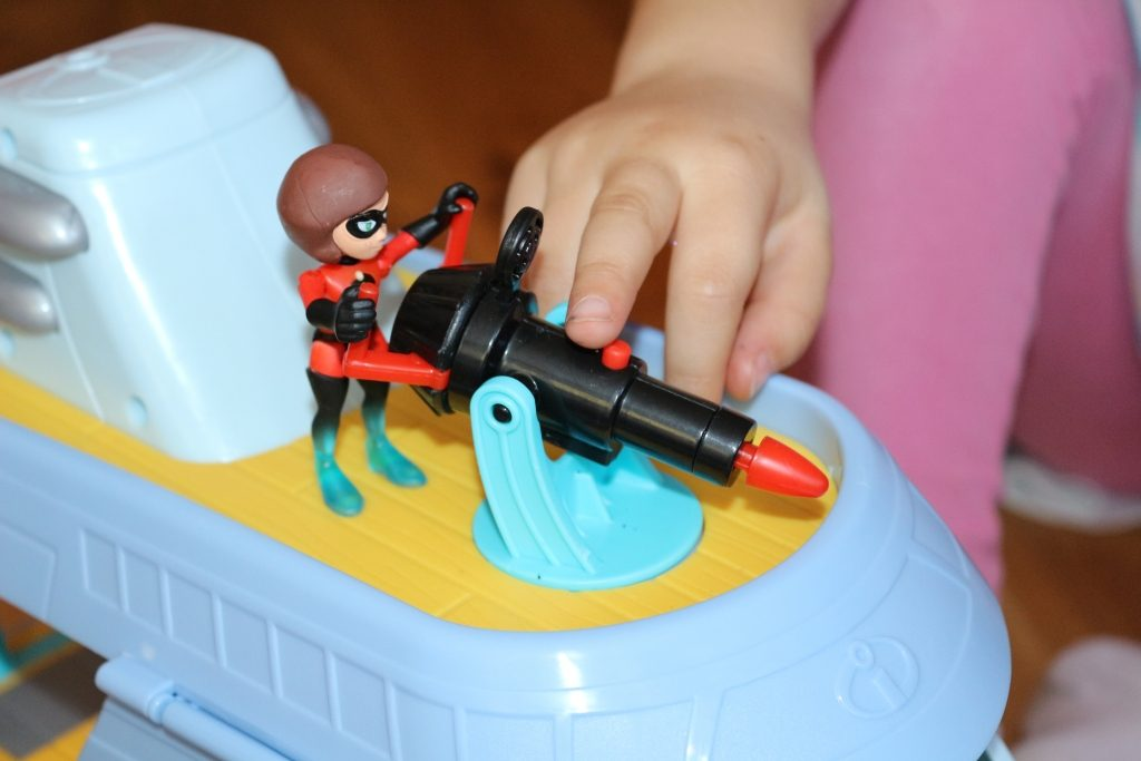 Incredibles 2 Hydrofoil boat playset review - missile launcher