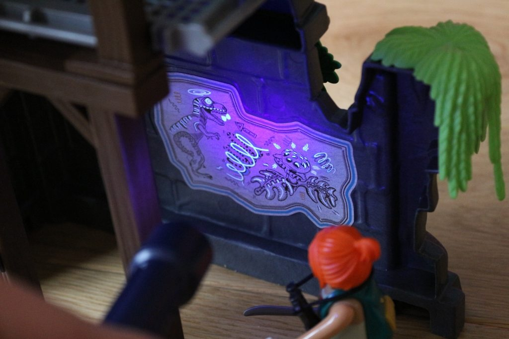Playmobil Hidden Temple with T-Rex review UV torch