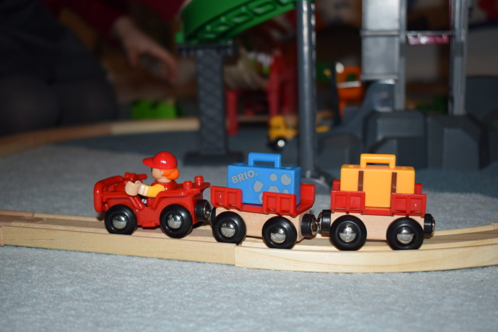Brio World Airport Baggage Cart and Freight Ship & Crane review (8)