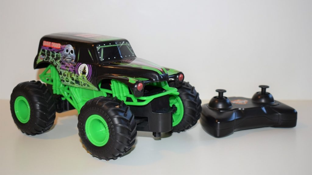Monster Jam: Monster trucks toy cars with Kinetic Dirt review